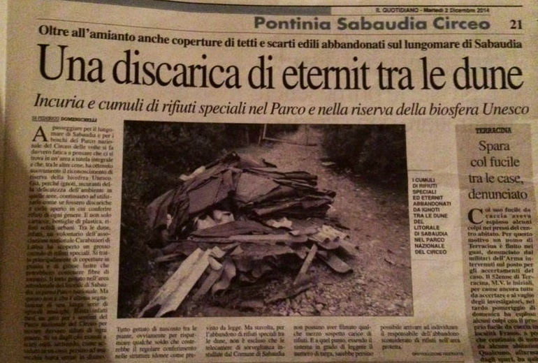 Una_discarica_di_eternit_tra_le_dune